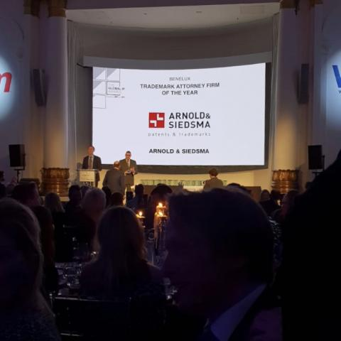 Arnold & Siedsma wint de Benelux Trademark attorney firm of the year award tijdens de Global IP Awards uitreiking